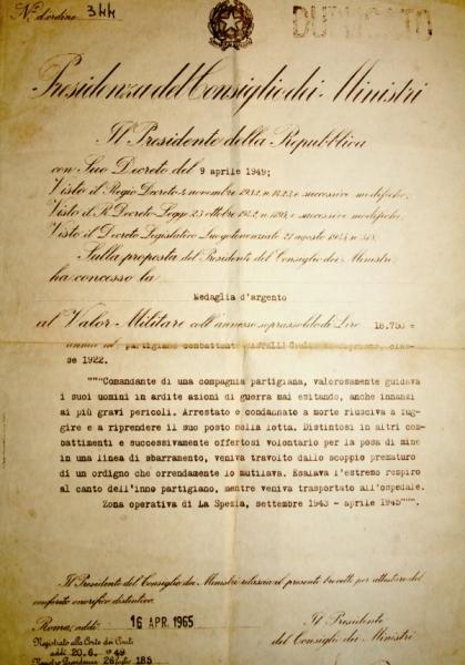 Brevetto e motivazione della medaglia d'argento a Giulio Bastelli