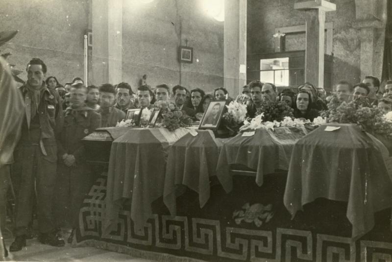 Funerale di Angelo Galligani e altri partigiani a Migliarina